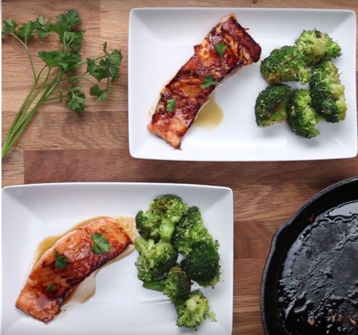 Salmón con brócoli y salsa de soja
