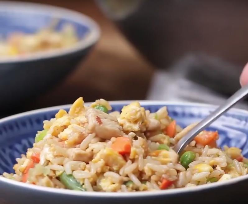 Arroz-chino-tres-delicias-con-pollo